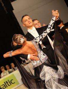 dejotprieks balles dejas